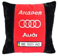 подушка с вышивкой логотипа ауди