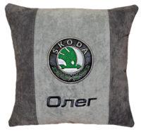 шкода логотип на подушке