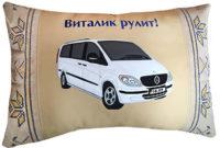 подушка с логотипом авто