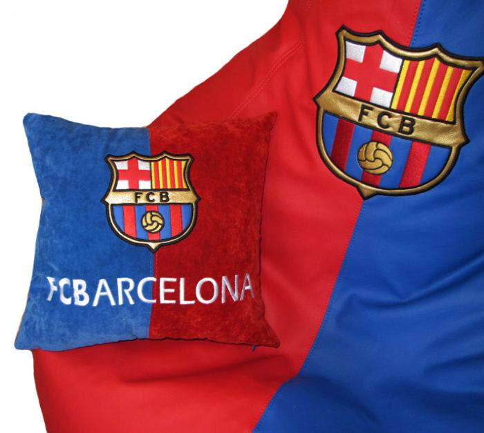 подушка с логотипом Барселона