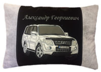 подушка с вышивкой автомобиля