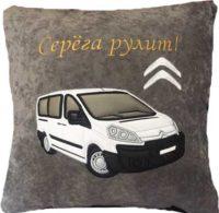 подушка с вышитой машиной ситроен