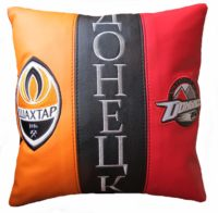подушка с логотипами
